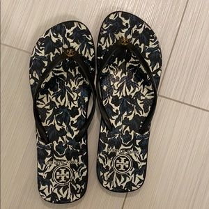 Tory Burch flip flops size 9!! good condition